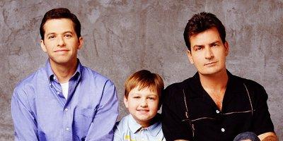 Two and a Half Men tv sitcom TV seriale komediowe - mockumentary
