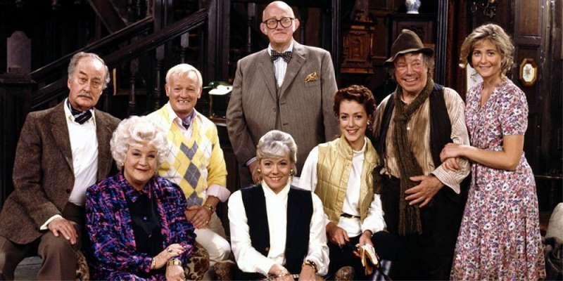 Hotel na peryferiach tv sitcom British seriale komediowe