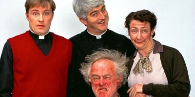 Ojciec Ted tv sitcom Seriale komediowe