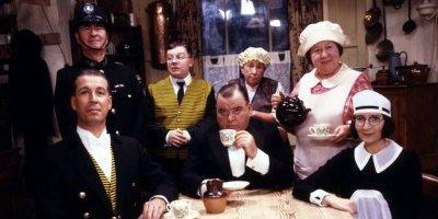 Pan dzwonił, milordzie? tv sitcom British seriale komediowe