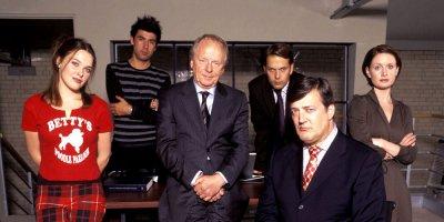 Władza absolutna tv sitcom British seriale komediowe
